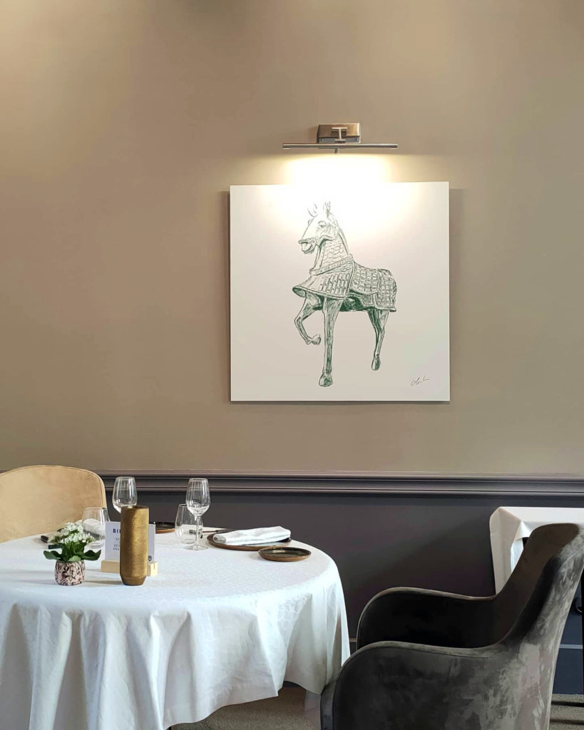 """Photographie du dessin intitulé """"Statuette de Cheval"""" exposé au restaurant Le Cénacle de Toulouse"""
